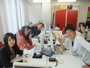 学生も活躍中しています!笑いの絶えない職場です!