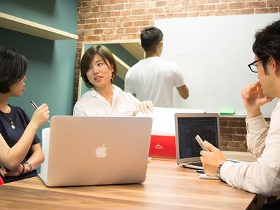 グループワーク、ディスカッション、プレゼンテーションと業務レベルで体感できます。