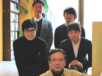 代表の山本(最前列)と学生ベンチャーキャピタリスト