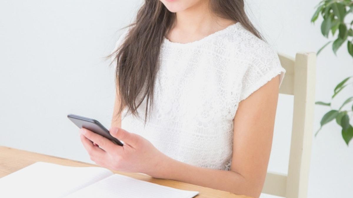 インターンシップの欠席連絡、電話とメールのどちらが適切?